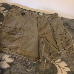 Columbia tan XL hiking shorts with pockets